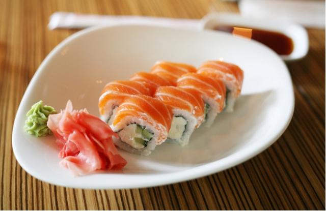 Philadelphia Roll: Không cần phải đến nhà hàng để thưởng thức món sushi của Nhật Bản, hãy tự làm nó trong bếp của bạn và thưởng thức thành quả.