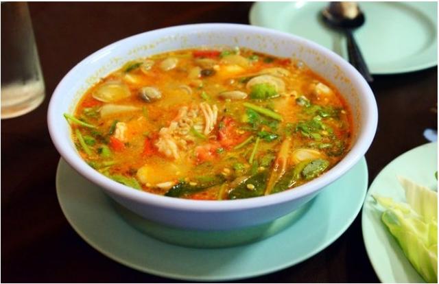 Tom Yum Kung: là món ăn phổ biến nổi tiếng của Thái Lan, dễ làm, và rất ngon, có thể chế biến ngay tại nhà.