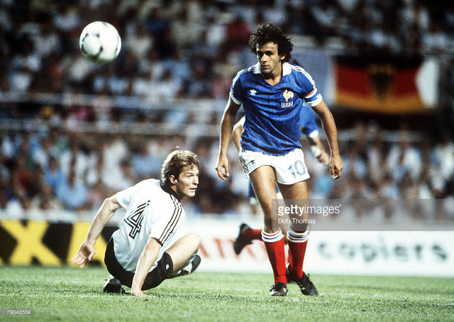 Huyền thoại bóng đá Pháp Michel Platini (áo xa đã có trận đấu xuất sắc trước tuyển Đức. Ảnh: Getty