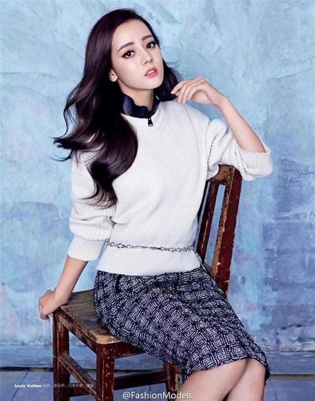 Địch Lệ Nhiệt Ba là người đẹp được mệnh danh Hoa khôi Học viện Hí kịch Thượng Hải. Sinh năm 1992, cao 1,71 m, gương mặt lai Tây, cô đang nhận được sự ủng hộ lớn từ khán giả nhờ diễn xuất tự nhiên. Ảnh: Sina.