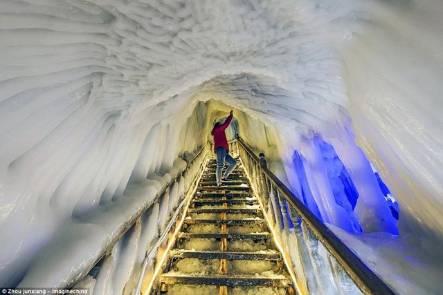 Trung Quốc không phải là nơi duy nhất có hang động băng tự nhiên, mà các hang động kiểu này nằm rải rác trên khắp châu Âu, Nga, Trung Á và Bắc Mỹ.
