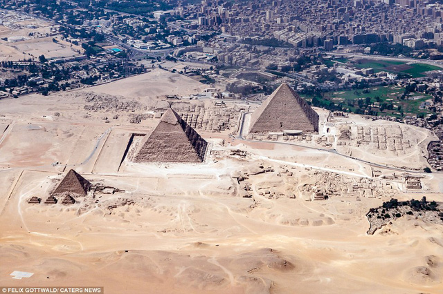 Toàn cảnh kim tự tháp nhìn từ trên cao