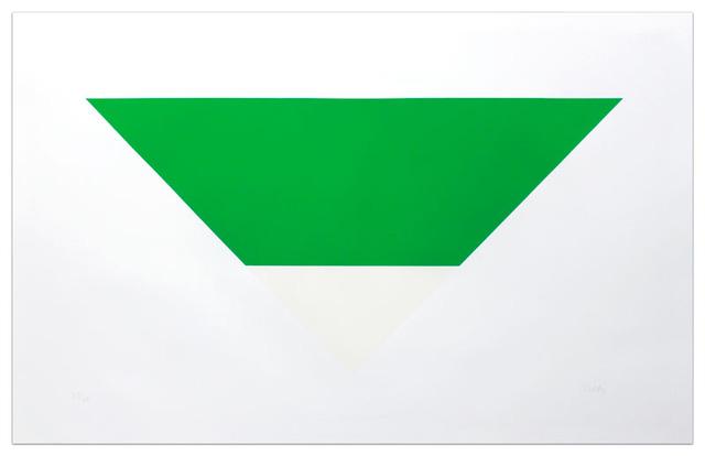 Bức tranh hình khối với hai gam màu trắng và xanh lá của họa sĩ Ellesworth Kelly có giá 1,6 triệu USD.