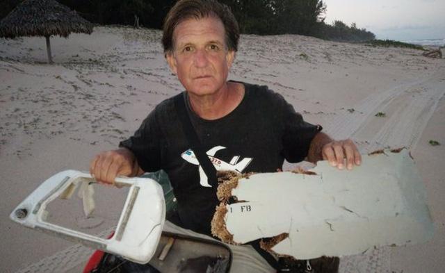 Một người đàn ông tên Blaine Gibson đã tìm thấy hai mảnh vỡ được cho là thuộc về chiếc máy bay mất tích MH370 (Ảnh: BBC)