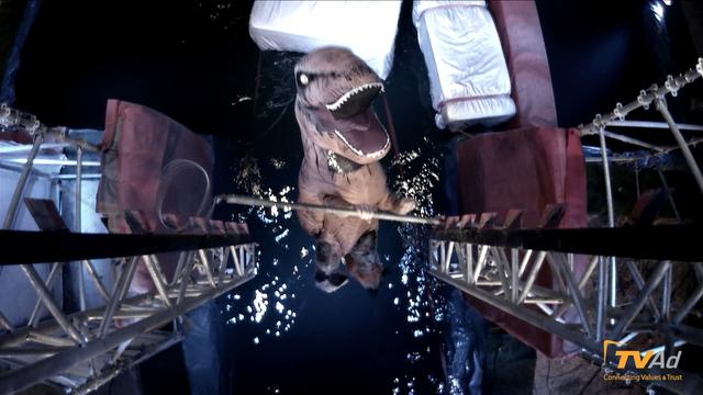 Màn trình diễn của khủng long T-rex được cổ vũ rất nhiệt tình nhưng đáng tiếc chú khủng long bạo chúa phải chia tay khán giả vì không thể vượt qua Thang cá hồi