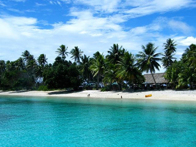 Bikini Atoll, Quần đảo Marshall: Hòn đảo này trông giống như một thiên đường, nhưng Bikini Atoll từng là nơi diễn ra nhiều chương trình thử nghiệm hạt nhân, khiến cho biến hòn đảo xinh đẹp này trở thành khu đất hoang phóng xạ. Người dân đã buộc phải bỏ nhà cửa của họ, và ngay cả ngày nay nơi đây vẫn còn độc hại cho sinh vật sống: mức độ cao bất thường của bức xạ ghi nhận ở đây có thể gây ra ung thư.