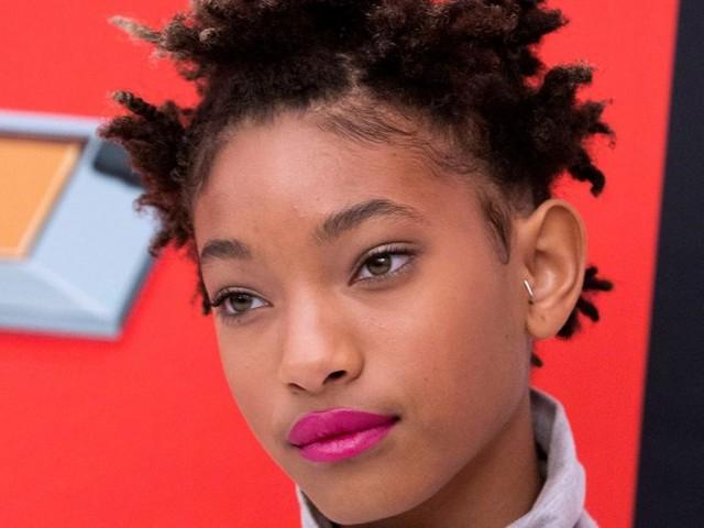 """Willow Smith, 15 tuổi: Đôi khi ta vẫn ngân nga ca khúc """"Whip my hair"""" của cô con gái út nhà Will và Jada – Willow Smith. Cô bé ngày càng trưởng thành với những ca khúc ấn tượng hơn. Hy vọng trong tương lai chúng ta sẽ lại được thưởng thức giọng ca của Willow trong một dự án âm nhạc nào đó."""