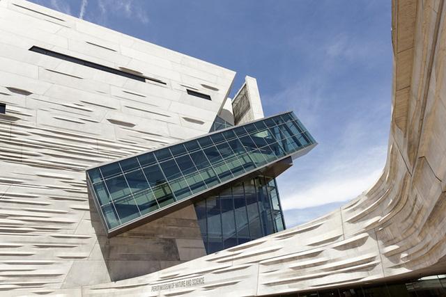 Những đường nét sắc sảo và mới mẻ của bảo tàng Tự nhiên và Khoa học Perot nằm ở Dallas đã khiến nó trở thành một trong những tòa nhà hiện đại và độc đáo nhất Texas.