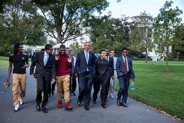 """Tổng thống Obama dường như cũng rất """"hợp gu"""" với những người bạn trẻ này."""