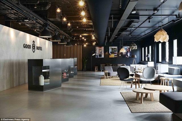 Khách sạn sẽ neo đậu tại bến Royal Docks, khu vực dành riêng cho các khách sạn ở London.