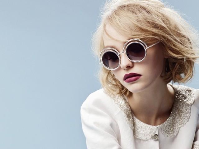 Lily-Rose Depp, 16 tuổi: Con gái lớn của Johnny Depp và Vanessa Paradis không chỉ có sức hút trên Instagram với đôi lông mày ấn tượng mà còn là người nối nghiệp cha mẹ tài năng. Ngôi sao tuổi teen này từng đóng vai Kevin Smith trong Yoga Hosers và từng được giới thiệu trong chiến dich quảng cáo của Chanel Pearl.