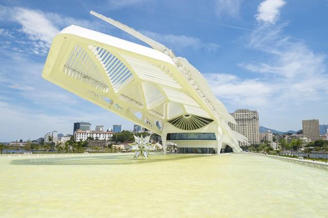 Museu do Amanhã (Bảo tàng Ngày mai) ở Rio de Janeiro đem tới một cái nhìn ấn tượng nhờ thiết kế phần trên đỉnh theo phong cách mới mẻ, hiện đại.