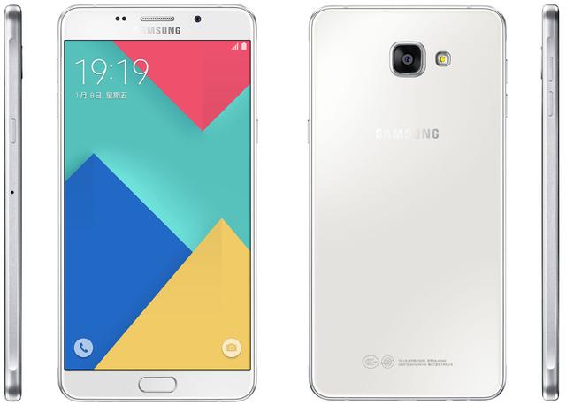 Phiên bản gốc Galaxy A9 sở hữu cấu hính thấp hơn với RAM 3GB, camera sau 13MP và pin có dung lượng 4.000 mAh