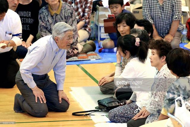 Nhật hoàng Akihito được coi là vị Nhật hoàng của nhân dân bởi sự gần gũi và phong thái giản dị.