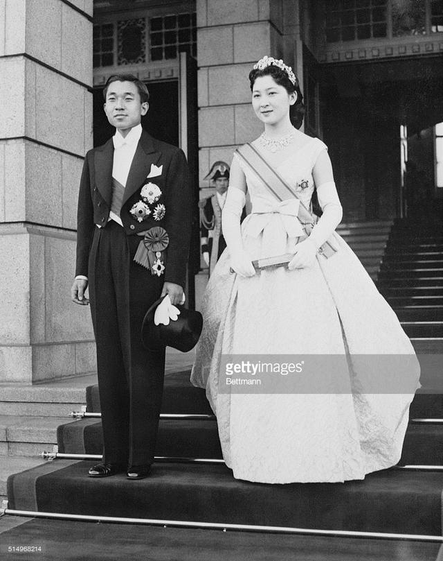 Hoàng Thái tử Akihito và Thái tử phi Michiko trong ngày cưới.