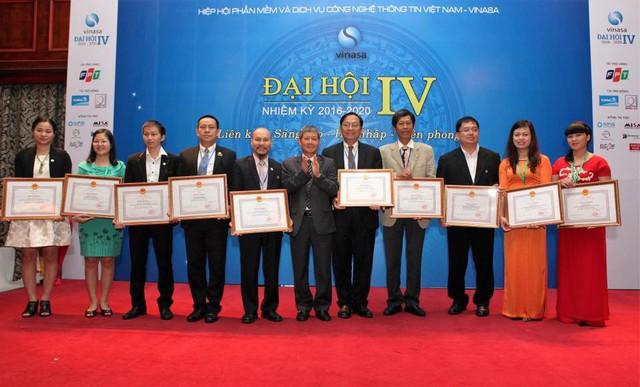 Các cá nhân nhận bằng khen của Bộ trưởng Bộ TT - TT