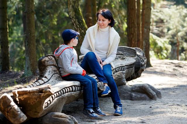 Hiểu được những cảm nhận của con: Nếu con bạn gặp phải vấn đề về sự tự tin thì hãy lắng nghe xem tại sao con lại cảm thấy như vậy. Điều này sẽ giúp bạn xác định được vấn đề sâu sa bên trong và giải quyết hiệu quả.