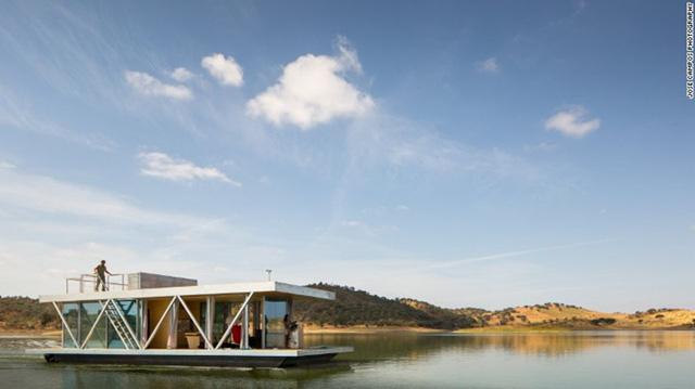 Floatwing: Ngôi nhà nổi này không những vững chắc mà còn có thể di động khắp thế giới. Floatwing đã được xây dựng từ ý tưởng của một nhóm các nhà thiết kế Friday SA. Với kết cấu từng phần có thể tháo ra, lắp vào, bạn có thể vận chuyển ngôi nhà tới nơi mà mình muốn.
