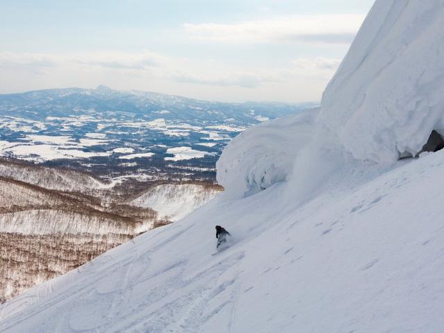 Những người yêu thích trượt tuyết nên có một chuyến đi tới Khu trượt tuyết Grand Hirafu của Niseko.