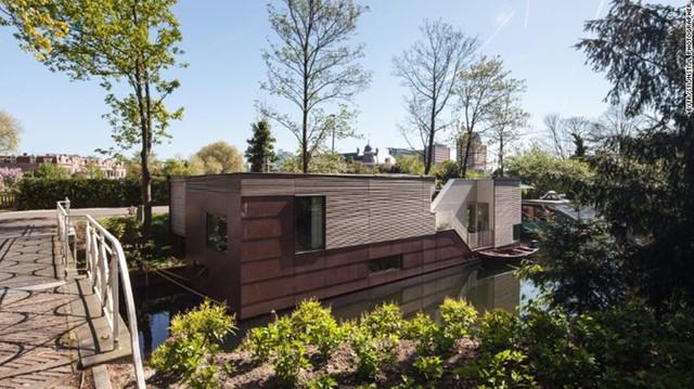 ParkArk Oog – in – Al, Utrecht: Những ô cửa sổ khổng lồ và những cửa sổ trên trần nhà sẽ khiến toàn bộ căn nhà tràn ngập ánh sáng tự nhiên.