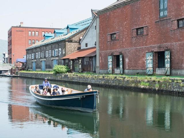 Kênh đào này từng được sử dụng để tàu, thuyền dỡ hàng vào đầu những năm 90 nhưng ngày nay nó được phục hồi và những nhà kho của nó đã được chuyển sang làm các bảo tàng, nhà hàng và cửa hàng.