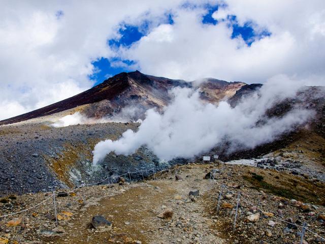Đỉnh cao nhất Hokkaido là ngọn Asahi-Dake nằm trong công viên quốc gia Daisetsuzan.