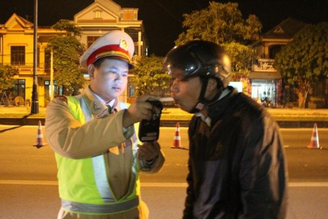 CSGT Quảng Trị tăng cường kiểm tra, xử lý người điều khiển phương tiện vi phạm quy định về nồng độ cồn. (Ảnh: baogiaothong.vn)
