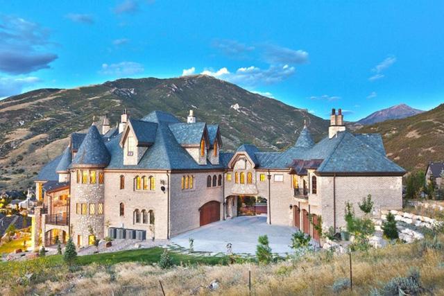 Draper, Utah: Nằm trong danh sách này còn có lâu đài Draper xây dựng theo phong cách Pháp với những viên gạch và khối gỗ được làm thủ công.