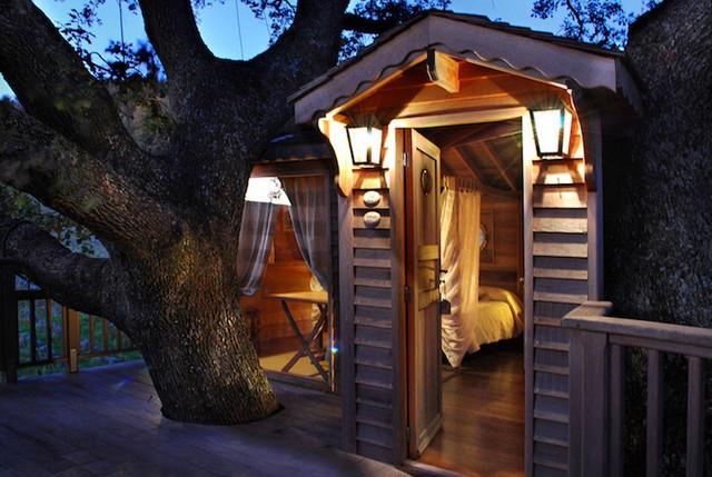 Với không gian rộng 44m2, ngôi nhà này đem tới cảm giác ấm áp trên chiếc giường sang trọng, thư thái trong nhà tắm với vòi hoa sen và mát mẻ với chiếc tủ lạnh mi ni.
