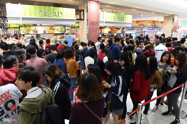 Văn hóa xếp hàng đang dần được khách hàng Việt Nam đón nhận và thực hiện