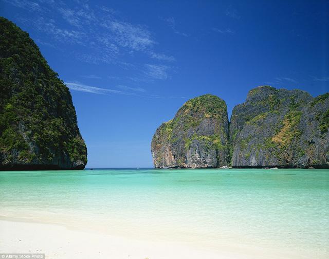 Bãi biển Maya ở Thái Lan với làn nước trong xanh đã hớp hồn rất nhiều du khách đến với nơi này.
