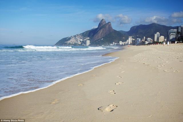Bãi biển ở Rio de Janeiro thật yên tĩnh