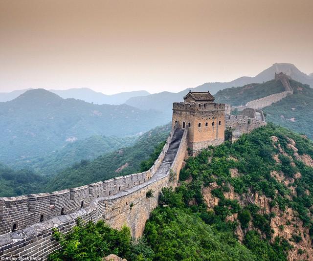 Vạn lý trường thành - biểu tượng lịch sử của đất nước Trung Hoa vạn dân luôn là điểm đến lý tưởng của nhiều khách du lịch trên khắp thế giới.