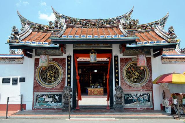 Đền Cheng Hoon Teng là ngôi đền cổ nhất của người Trung Quốc ở Malaysia, đã được UNESCO công nhận là di sản văn hóa thế giới năm 2002. Ảnh: youtube.