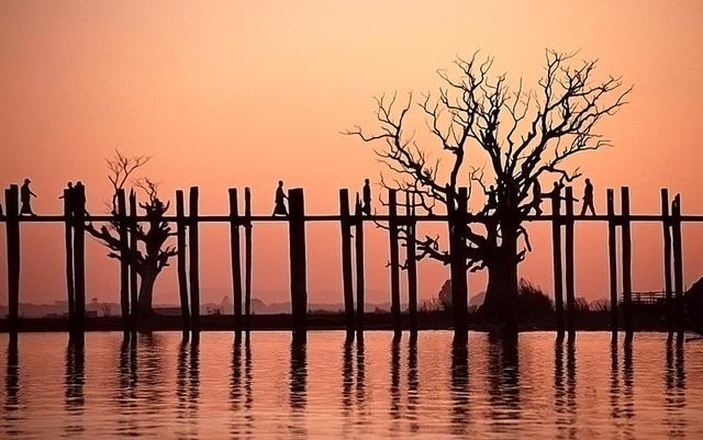 ...và là cây cầu lâu đời nhất thế giới. Ảnh: wikimedia.