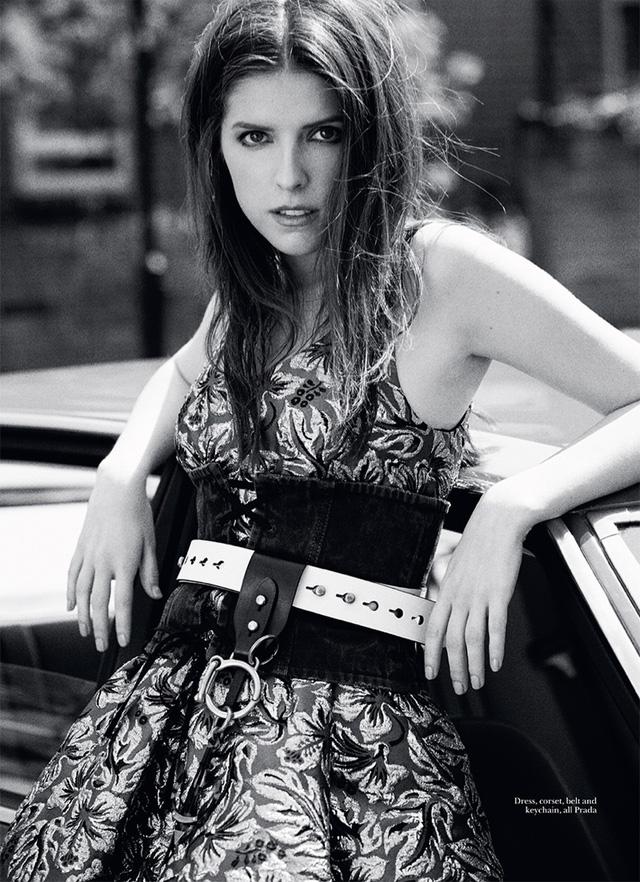 Người đẹp vừa bước sang tuổi 31 này trông vẫn rất trẻ trung.