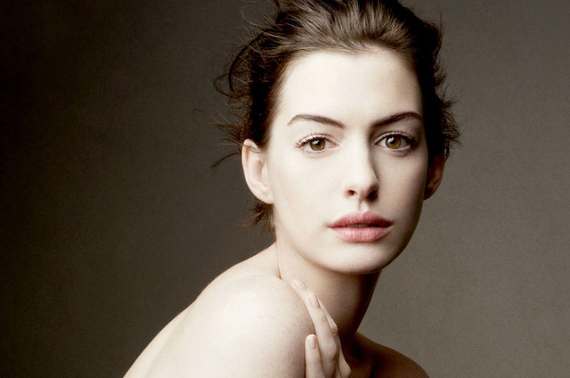 Danh sách những sao nữ Hollywood sở hữu bờ môi quyến rũ còn không thể thiếu Anne Hathaway. Nữ diễn viên luôn gây chú ý với khán giả bởi gương mặt nổi bật, bờ môi dày thu hút cùng phong cách khá đa dạng.