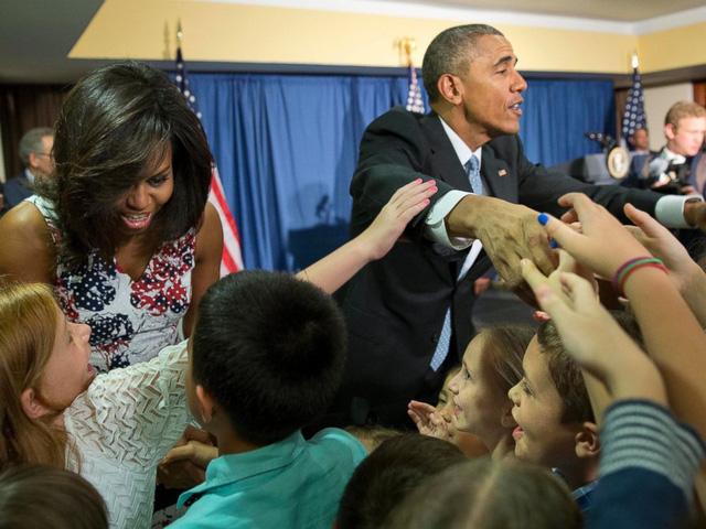 Tổng thống Obama và phu nhân Michelle đã có cuộc gặp mặt các quan chức Đại sứ quán Mỹ tại khách sạn Melia Habana (Ảnh: AP)