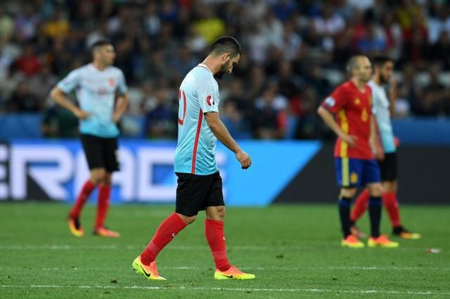 Arda Turan bị chính khán giả Thổ Nhĩ Kỳ quay lưng ở EURO 2016