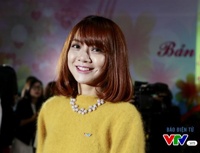 MC Tạ Thu Hương là gương mặt không kém phần thu hút bởi vẻ ngoài dễ thương, năng động với mái tóc ngắn màu nâu. Cô đã trở nên quen thuộc với chương trình S Việt Nam, VZ Playlist và Café sáng với VTV3.