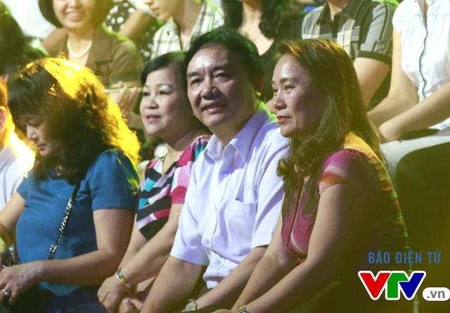 Ông Phạm Việt Tiến - Phó Tổng Giám đốc Đài Truyền hình Việt Nam và nhà báo Tạ Bích Loan - Trưởng ban Thanh Thiếu niên tham gia theo dõi số đầu tiên của chương trình phiên bản mới.
