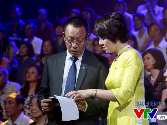Để thực hiện tốt nhất vai trò dẫn dắt chương trình, nhà báo Lại Văn Sâm và nhà báo Diễm Quỳnh đã cùng trao đổi với nhau về kịch bản và cùng thảo luận về các ý tưởng.