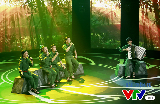 Ca khúc Bắc Sơn cũng được thể hiện trẻ trung hơn qua các giọng ca của nhóm Dòng Thời Gian.