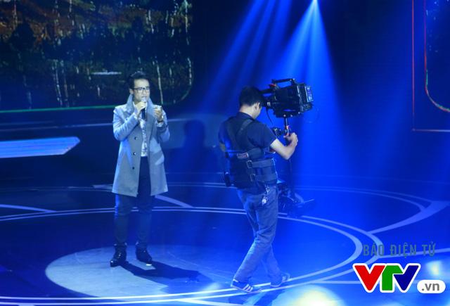 Không chỉ có những chiếc máy quay với góc hình rộng, những chiếc máy quay như thế này còn giúp khán giả được theo dõi cụ thể biểu cảm sinh động của nghệ sĩ trên sân khấu.