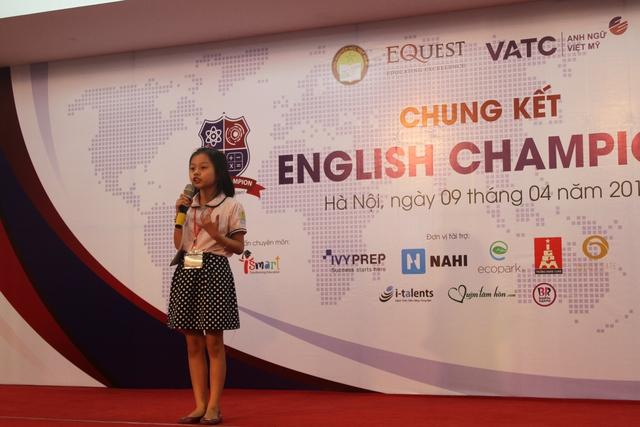 Các thí sinh tuy nhỏ tuổi nhưng có phong thái thuyết trình rất tự tin với nền tảng kiến thức, ngữ pháp tiếng Anh vững vàng