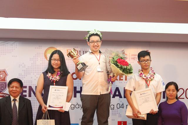 Ở khối 8, thí sinh Nguyễn Thái Hà - Trường Archimes Academy (Hà Nội) đã trở thành nhà vô địch, đứng thứ 2 là Phạm Đức Dũng - Trường THCS Hà Nội Amsterdam và thí sinh Huỳnh Ngọc Phương Thu - Trường Việt Úc (TP.HCM) đứng thứ 3.