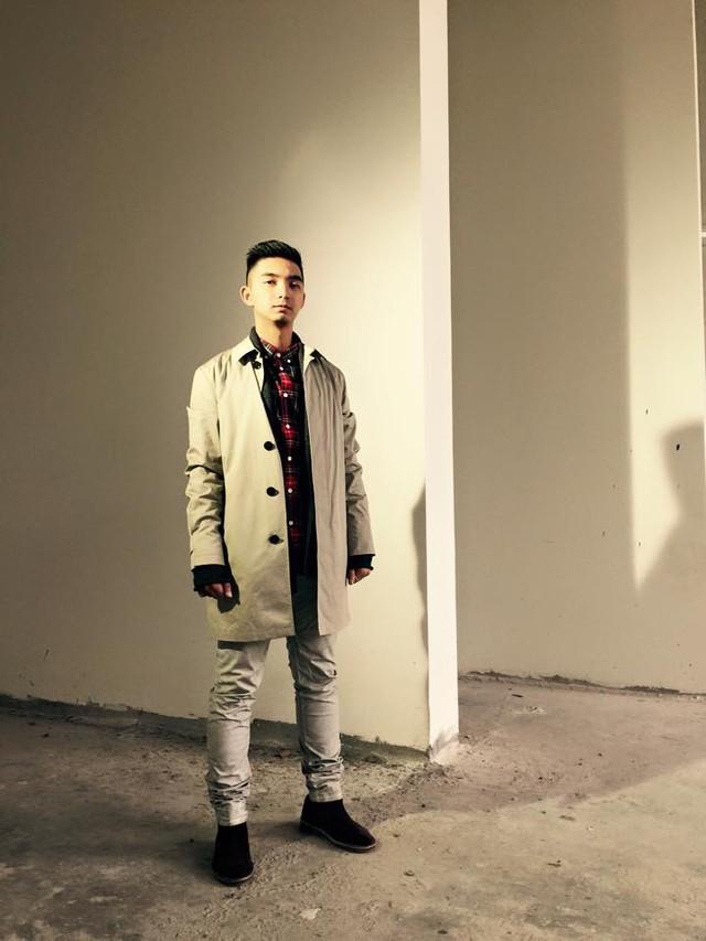 Bảo Cận theo học ngành Quản trị kinh doanh nhưng cuối cùng, vì niềm đam mê thời trang, anh quay lại với công việc làm stylist. Anh cũng chính là người đứng sau nhiều video clip cực chất của DJ Touliver và nhóm nhạc underground Spacespeakers.