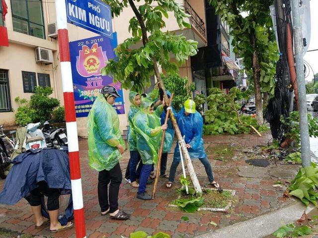 Thanh niên tình nguyện sẵn sàng ra quân ứng phó, giúp đỡ lực lượng chức năng và người dân khắc phục hậu quả sau bão