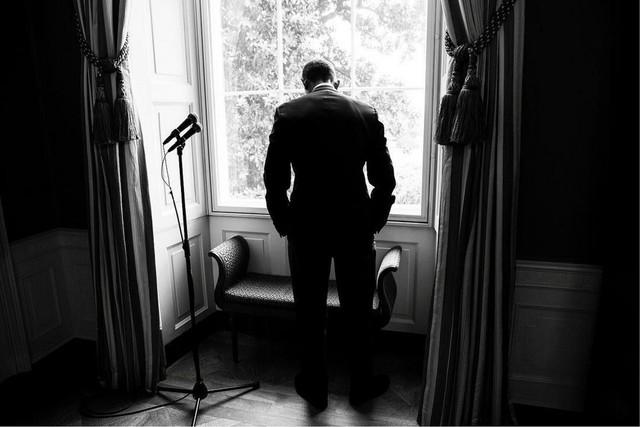 Tháng 5 năm 2016, Tổng thống Obama trong thời gian chờ đợi, ông trầm ngâm trước một bài phát biểu công khai.
