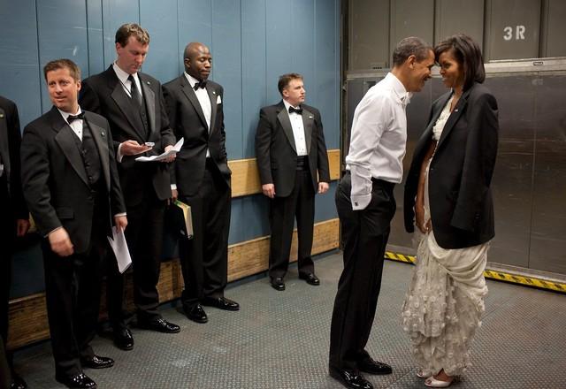 Tháng 1 năm 2009, Tổng thống Obama chia sẻ khoảnh khắc ngọt ngào với vợ.